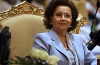 سوزان مبارك تظهر خلال زيارة لضريح زوجها (صور)