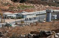 قوات الاحتلال تقتحم سجن عوفر وتعتدي على الأسرى