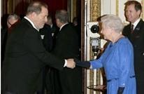 """ملكة بريطانيا تجرّد """"واينستين"""" من لقب فخري منحته إياه"""