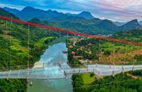 """الصين تبني أطول جسر زجاجي في العالم فوق نهر """"ليانجيانغ"""""""