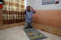 عراقي بُترت ساقاه في حرب الموصل وتسببت كورونا في جوع أطفاله