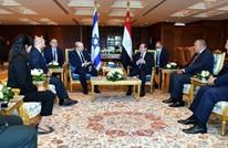 """كاتب إسرائيلي: لقاء بينيت-السيسي رفع حرارة """"السلام البارد"""" بينهما"""