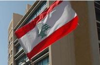 لبنانيون يحتجون ويقطعون الطرقات بسبب رفع أسعار الوقود