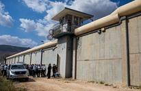 أول مشاهد لأسرى سجن جلبوع بعد خروجهم من النفق (فيديو)