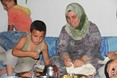 السوريون في تركيا.. سحور بطعم مرارة اللجوء - السوريون في تركيا.. سحور بطعم مرارة اللجوء (22)