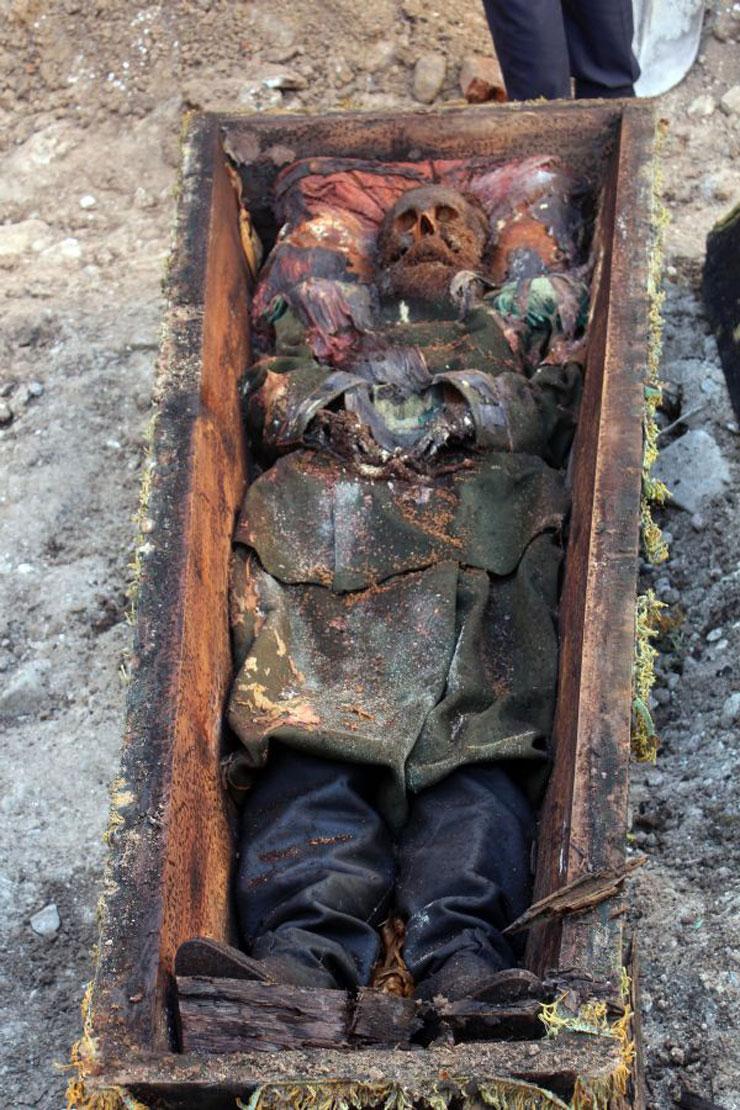 عمال أتراك يكتشفون تابوتا أثناء الحفر.. ماذا بداخله؟ (صور) Rus-general