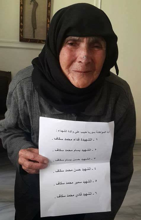 عجوز قُتل 5 من أبنائها لأجل الأسد تستجدي من يطعمها (فيديو)